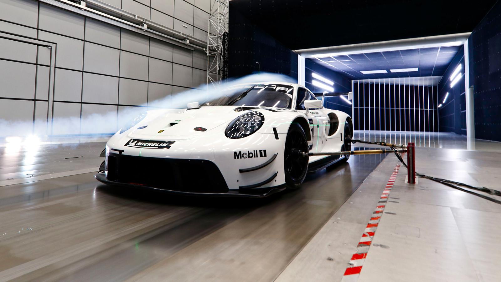 Foto de Porsche 911 RSR GTE 2019 (39/41)