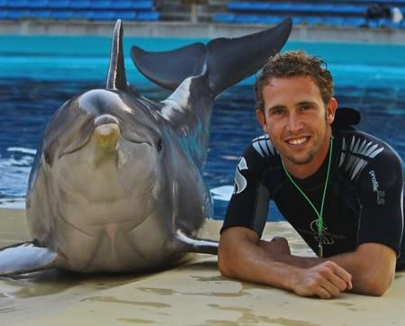 """Antonio Martínez del Zoo Aquarium de Madrid: """"Estar con los delfines en el agua siempre ha sido un sueño que he podido cumplir"""""""