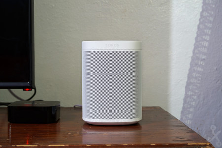 Sonos One, análisis: gran calidad de sonido y una probada de las IA que nos ayudarán en el hogar