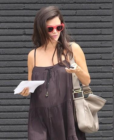 Rachel Bilson no se complica, un embarazo con looks sencillos