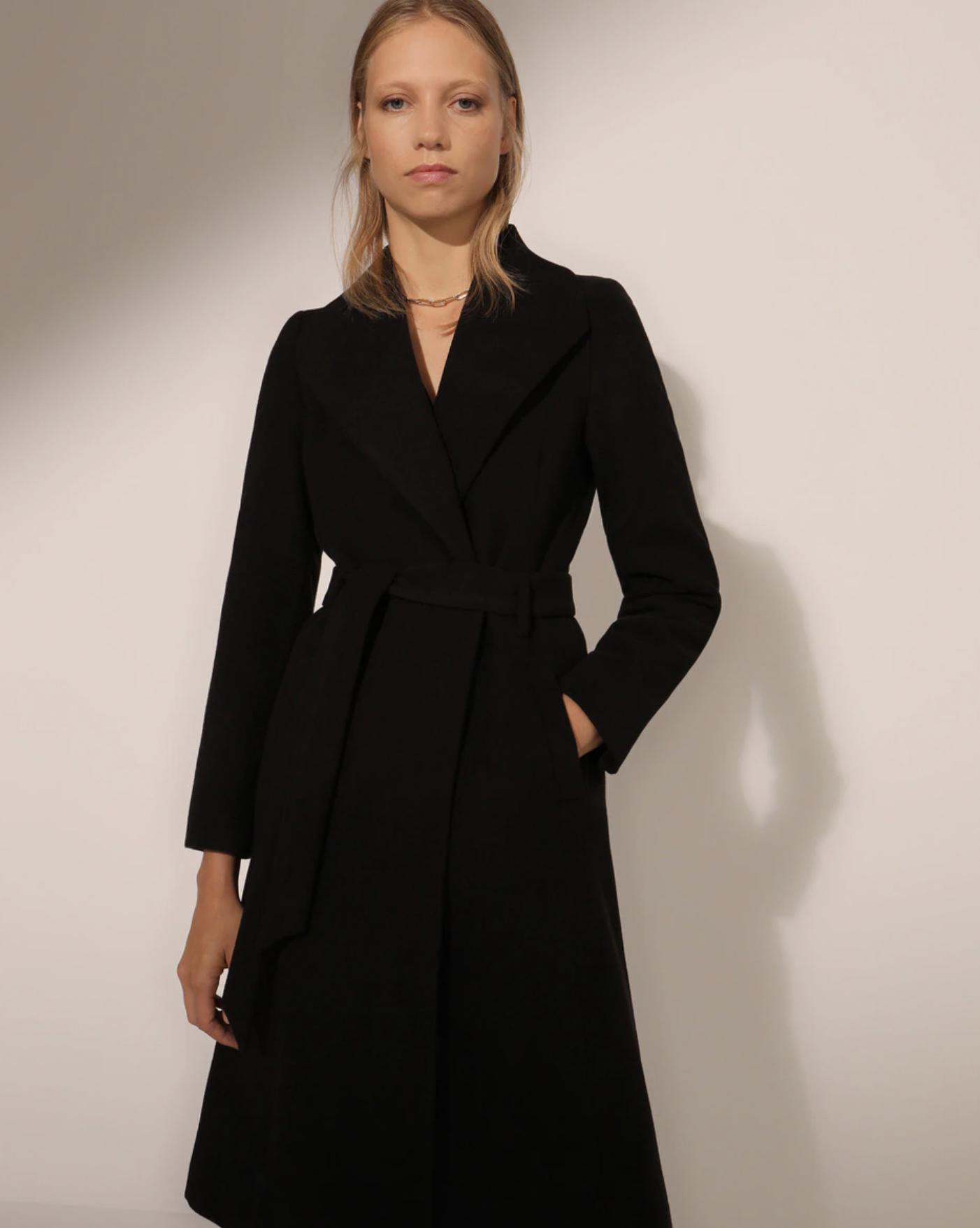 Abrigo largo de mujer con cinturón
