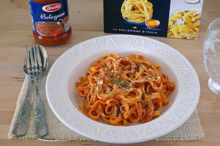 Tagliatelle La Collezione estilo Bolognese en salsa cremosa de Parmesano. Receta