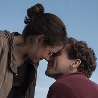 La película de amor del próximo otoño no es como las demás (y trata sobre un héroe que no lleva capa)