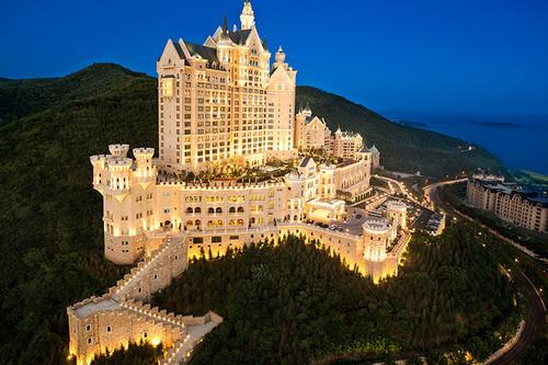 Celebra la boda real alojándote en un espectacular castillo