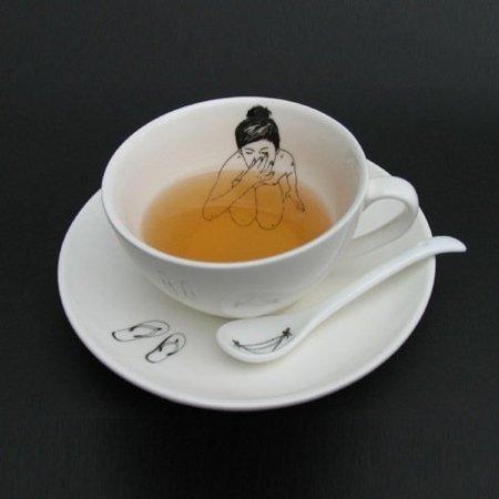 Hay una chica nadando en mi taza de té
