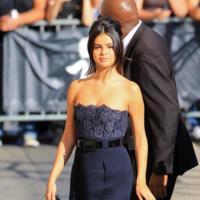 Selena Gomez deslumbra con un look inspirado en Olivia Pope