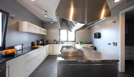 Casa norma duval en tagomago - cocina