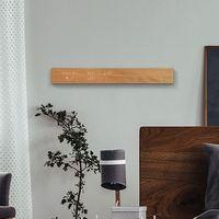 Esta pantalla de madera integra un controlador sensible al tacto y luces LED para gestionar el hogar conectado