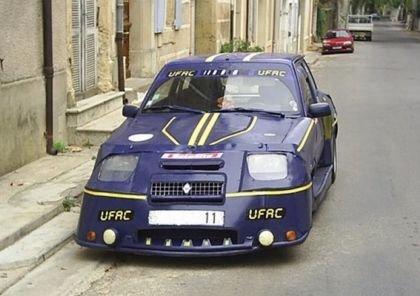 Renault Super 5 de carton