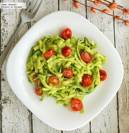 Spaghetti de calabacitas con pesto de aguacate. Receta saludable