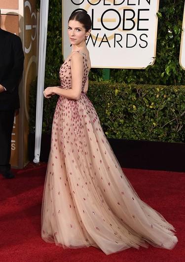 Anna Kendrick de Monique Lhuillier en los Globos de Oro 2015