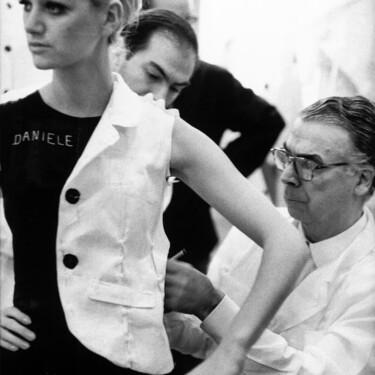 Balenciaga se suma a la lista de diseñadores con biopic: 2021 traerá una serie que relatará su vida
