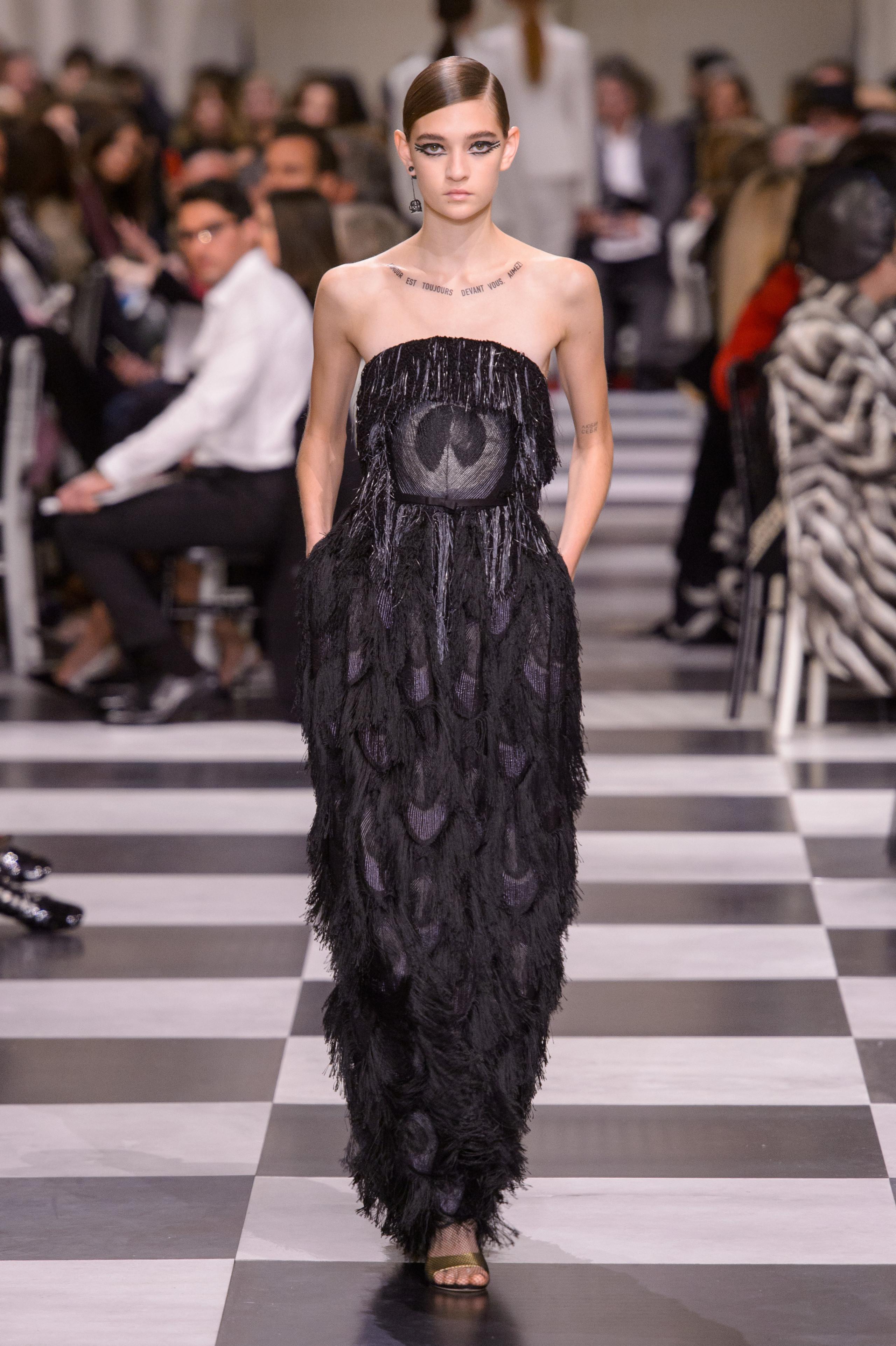 Foto de Dior Alta Costura: Maria Grazia Chiuri y su mágico desfile en blanco y negro Primavera-Verano 2018 (68/74)