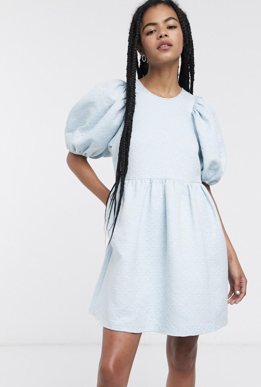Vestido corto con diseño de jacquard y mangas abullonadas en azul claro de & Other Stories