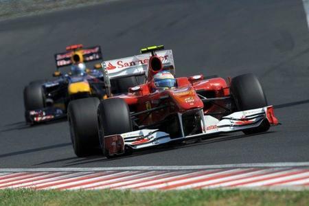 Fernando Alonso cree que el nuevo reglamento ayudará a Ferrari a alcanzar a Red Bull