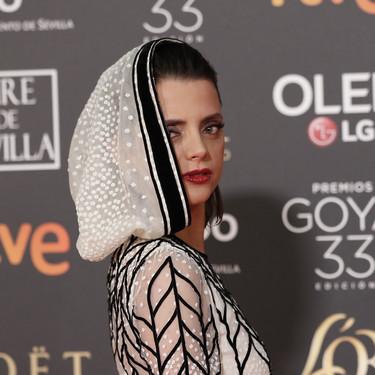 Premios Goya 2019: Macarena Gómez y su extravagante look con capucha se llevan todas las miradas