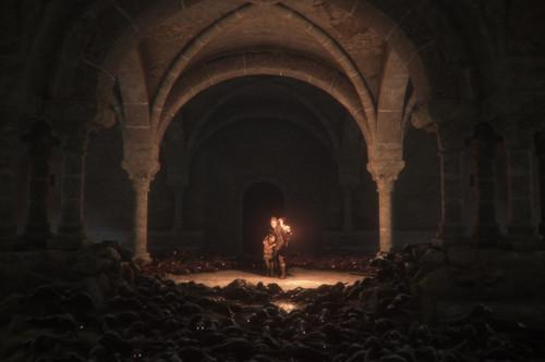 Hemos jugado a A Plague Tale: Innocence, una sorprendente aventura en la que crudeza de la realidad y la inocencia se dan de la mano