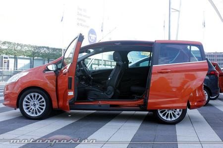 Ford B-MAX, vista lateral con las puertas abiertas