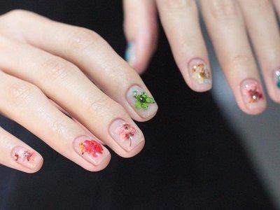 Celebremos la llegada de la primavera con un bouquet floral en nuestras uñas