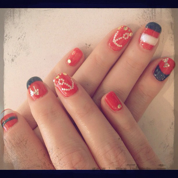 Zooey-Deschanel nail art