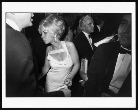 La serie fotográfica 'Women are Beautiful' de Garry Winogrand se exhibe en Moscú