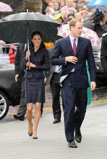 Kate Middleton y el Príncipe Guillermo en un nuevo acto público bajo la lluvia