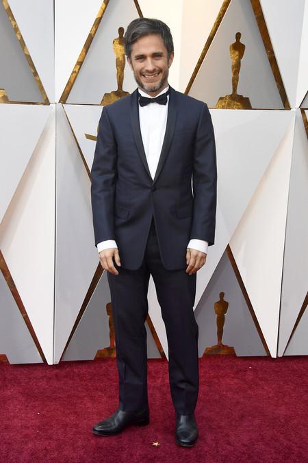 Gael Garcia Bernal Apuesta Por El Azul En Un Regular Look Para La Red Carpet De Los Oscar 2