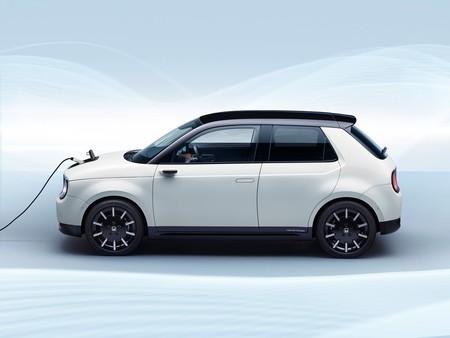 Honda abre las prerreservas de su esperado coche eléctrico: el Honda e ya se puede 'pedir' por 800 libras