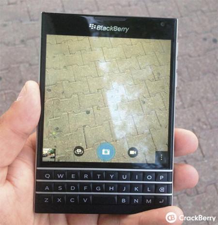 Ésta es Blackberry Passport, muy diferente de lo que estábamos acostumbrados