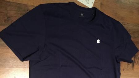 Estas son las nuevas camisetas que usarán en las Apple Stores a partir del  viernes fe299092355fb