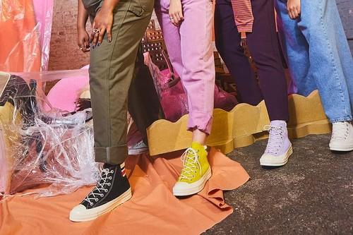 7 zapatillas y chanclas de primeras marcas en oferta hoy: Adidas, Quiksilver o Converse