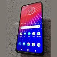 """Este es el Motorola One más """"extraño"""": pantalla sin marcos, cámara pop-up y sensor de huellas con iluminación LED"""