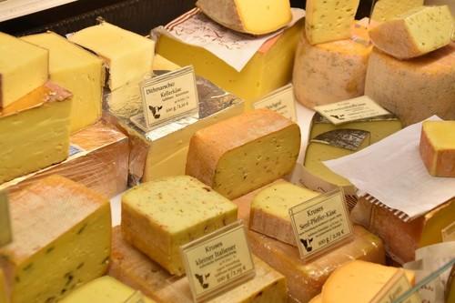 """Curado, gruyere, roquefort... Los quesos grasos ya no son """"los malos de la película"""" en nutrición"""