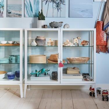 Siete vitrinas de Ikea para lucir tus mejores posesiones en el salón y poner una nota de tendencia en casa