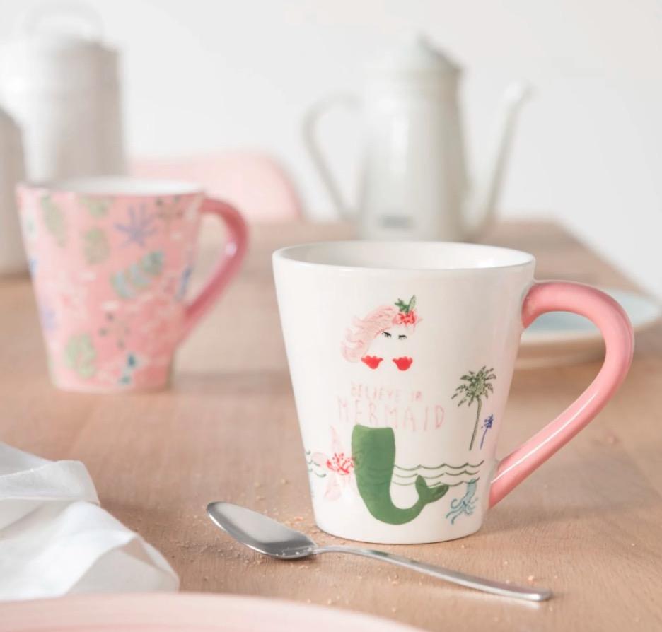 Taza de loza blanca y rosa con estampado (Lote de 2 piezas)