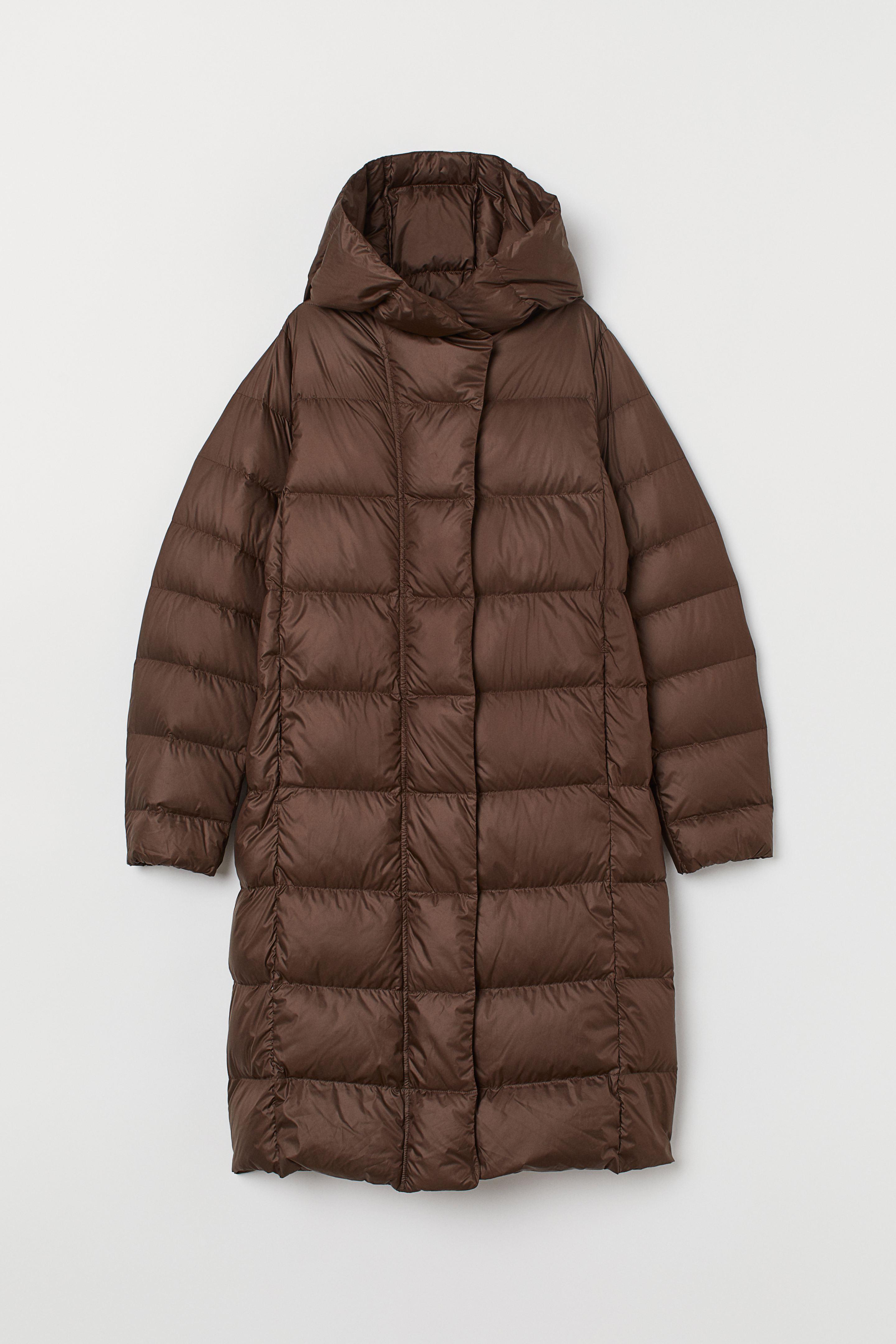 Abrigo plumífero con capucha