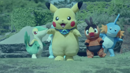 Un Pikachu muy cuqui habla en español en el tráiler de Pokémon Mundo Megamisterioso