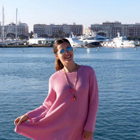 Si Malena Costa luce embarazo bailando zumba, Irina Shayk sigue en sus trece de ocultarlo