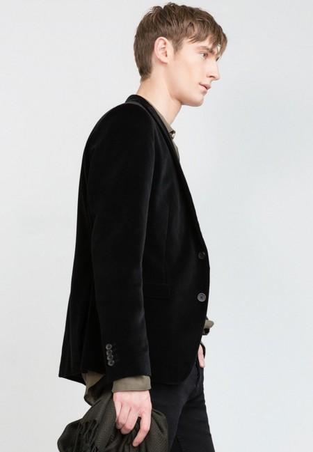 Caricias de invierno: así se lleva el terciopelo en tu look de temporada según Zara