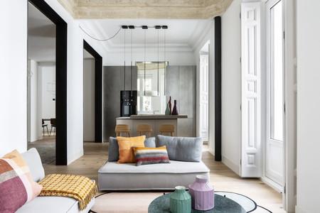 Puertas abiertas: espacios diáfanos y elementos arquitectónicos originales en un piso en Madrid