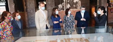 El vestido azul de la reina Letizia de Massimo Dutti (que todavía está disponible) es la opción perfecta para esta primavera