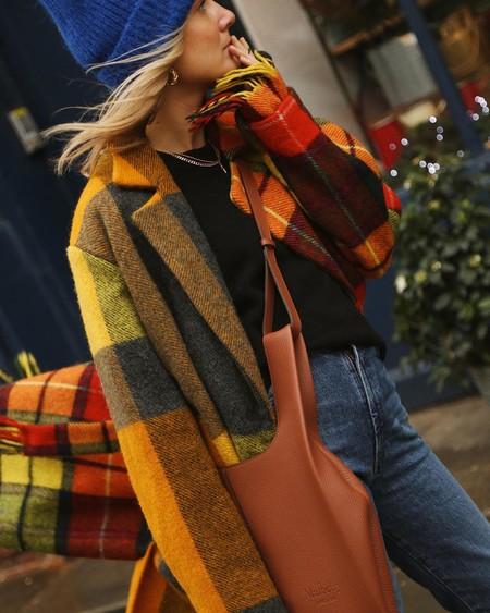 Celebra la llegada del invierno con un abrigo a cuadros