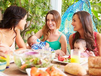 Ventajas de tener amigas sin hijos cuando eres madre