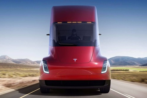 El Tesla Semi puede recorrer 804 km por carga y es más rápido que un León Cupra