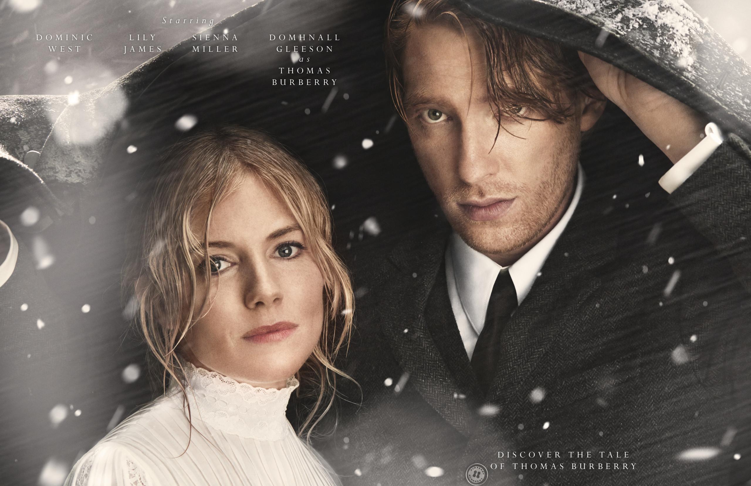 Foto de Sienna Miller y Lily James protagonizan la campaña de Navidad de Burberry en forma de película (9/9)