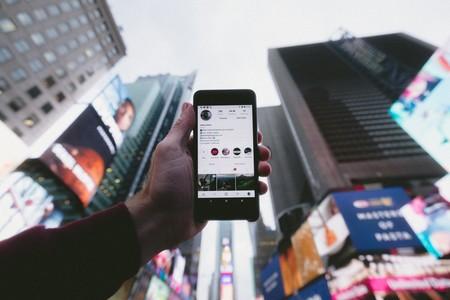 Instagram ya permite crear chats de grupo a través de las historias, así es cómo funcionan
