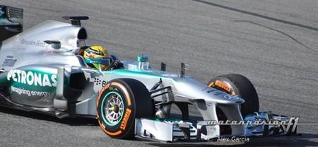Lewis Hamilton obtiene el mejor tiempo en una sesión plagada de banderas rojas