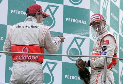 Victoria de Alonso y doblete para McLaren