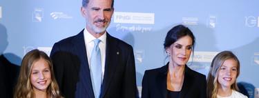 La princesa Leonor de rojo y Doña Letizia con un traje de pantalón nos dan una lección de estilo en los Premios Princesa de Girona 2019