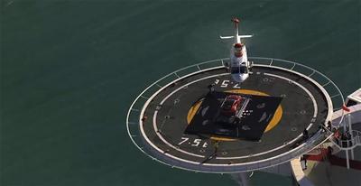 ¿Qué hace un Aston Martin Vanquish en el helipuerto del Burj Al Arab?